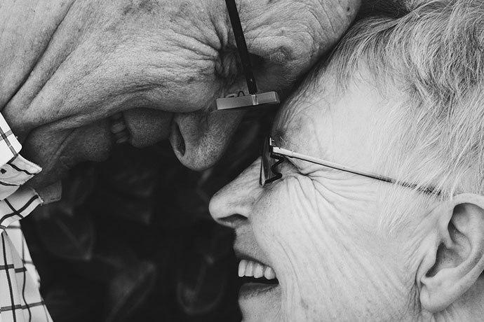 Rencontre Senior plus de 50 et 60 ans : les meilleurs sites et applications