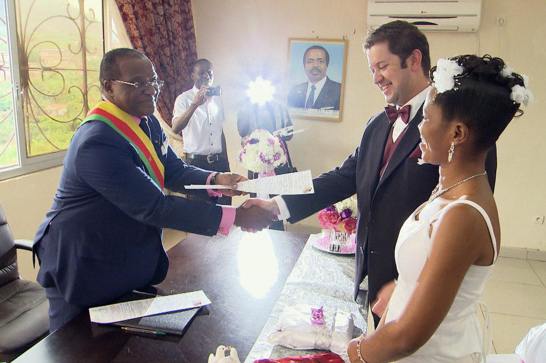 Homme blanc cherche une jeune femme pour mariage - Aide Afrique