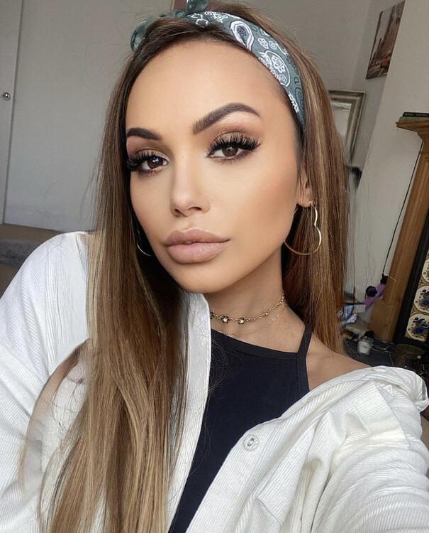 Trouvez Votre Beauté Russe